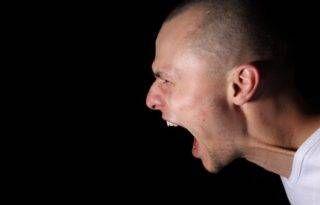 NOTÍCIAS - Stress realmente deixa os cabelos brancos – e pesquisa explica como
